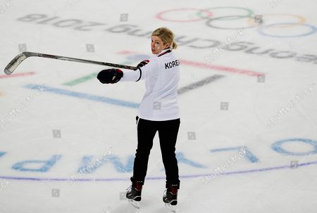 Sarah Murray, one of the coaches of the combined Koreas women's hockey team, speaks to players during a practice session prior to the 2018 Winter Olympics in Gangneung, South Korea