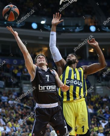 Jason Thompson (R) of Fenerbahce in action against Aleksej Nikolic (L) of Bamberg during the Euroleague basketball match between Fenerbahce Dogus and Brose Bamberg in Istanbul, Turkey, 09 February 2018.