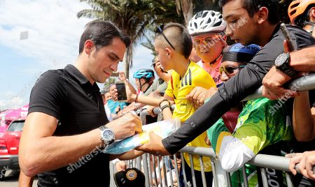 The Spanish former cyclist Alberto Contador signs autographs at the arrival of the fifth stage of the Colombia Oro y Paz race in Salento, Colombia, 10 February 2018. Rigoberto Uran, of EF Drapac, won the fifth stage of Colombia, Oro y Paz, which covered  163.7 kilometers between Pereira and Salento, while Nairo Quintana (Movistar), who was second, became in the new leader.