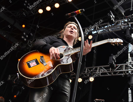 John Rzeznick. The Goo Goo Dolls perform at the Dolphins Cancer Challenge V111 on in Miami Gardens, Fla