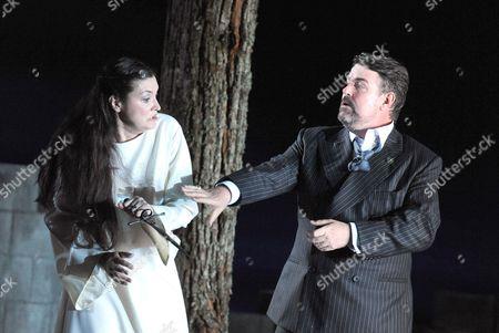 Sara Fulgoni ( Adalgisa ) and John Hudson ( Pollione )