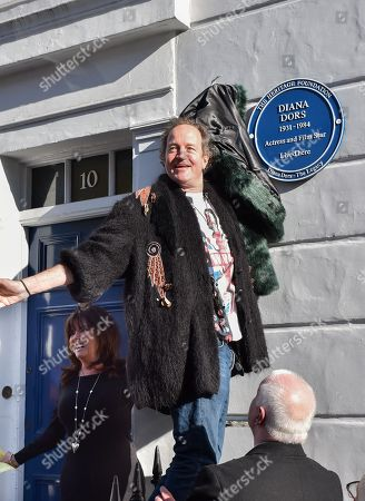 Jason Dors-Lake unveils the Blue Plaque to his mother