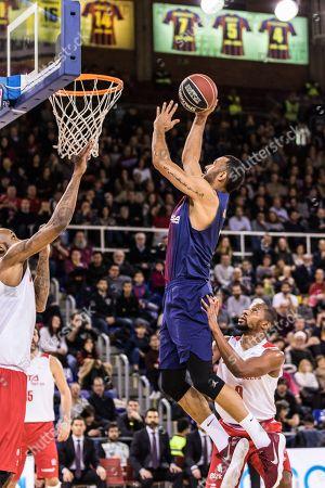 BARCELONA, SPAIN ? FEBRUARY 01: Adam Hanga, #9 of FC Barcelona Lassa shoots over Jonathan Tabu, #9 of RETAbet Bilbao Basket
