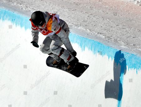 Arielle Gold, of the United States, runs the course during the women's halfpipe finals at Phoenix Snow Park at the 2018 Winter Olympics in Pyeongchang, South Korea