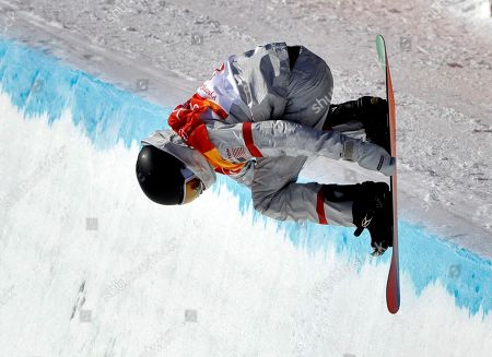 Kelly Clark, of the United States, runs the course during the women's halfpipe finals at Phoenix Snow Park at the 2018 Winter Olympics in Pyeongchang, South Korea
