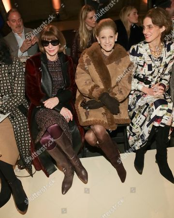 Editor-in-chief of Vogue Magazine Anna Wintour, left, attends the Oscar de la Renta 2018 Fall/Winter Runway Show during New York Fashion Week at the Cunard Building on in New York
