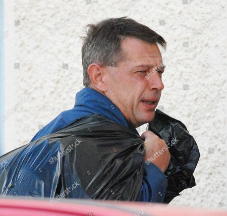 Andy Kershaw. Radio 3 Radio Presenter Andy Kershaw Returns To His Home In Peel Isle Of Man After Spending Six Nights In Douglas Prison For Breaking A Restraining Order Against His Partner Juliette Banner. - Manx High Court Of Justice Douglas Isle Of Man