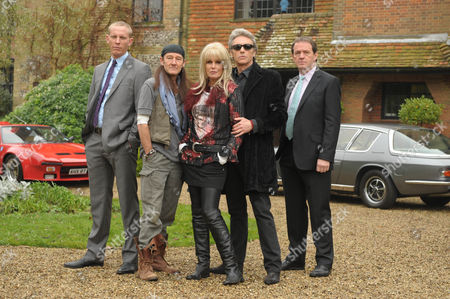 'Lewis' TV Series 3  'Counter Culture Blues'  Pictured [l-r]: DS James Hathaway [Laurence Fox], Richie Maguire [David Hayman], Esme Ford [Joanna Lumley], Franco [Anthony Higgins] and DI Robert Lewis [Kevin Whately],.