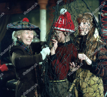 'Super Gran'  TV - 1985 - Gudrun Ure as Supergran, Iain Cuthbertson as The Scunner Campbell and Bill Shine as Inventor Black. Picture shows - Gudrun Ure as Supergran, Iam Towell as Willard and Holly English as Edison