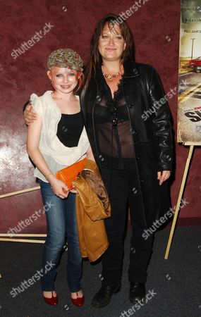 Jennifer Lynch and daughter Sydney