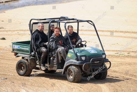 Russell Crowe (driving buggy) with Scott Grimes (front left), Kevin Durand (back left) and Alan Doyle (back right)