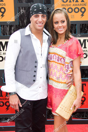 Trent Tomlinson and wife
