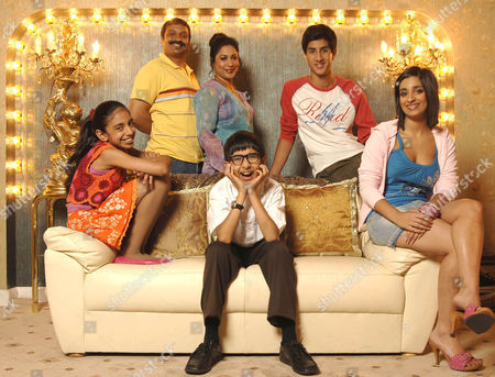 'My Life as a Popat' CITV - 2007 - The Popat Family: (L-R)Sonnell Dadral,  Kulvinder Ghir, Shaheen Khan, James Gandhi, Sonny Gill and Chandeep Uppal.