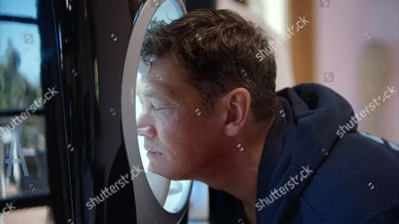 Sid Owen has his face scanned to measure among other things wrinkles and general ageing