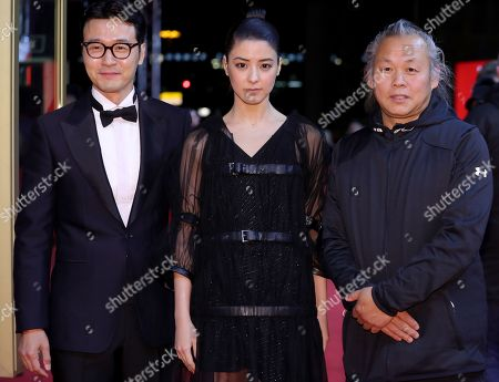 (L-R) South Korean Lee Sung-jae, Japanese actress Mina Fujii and South Korean director Kim Ki-duk attend the red carpet for 'Inkan, Gongkan, Sikan Grigo Inkan - Human, Space, Time and Human' at the 68th annual Berlin International Film Festival (Berlinale), in Berlin, Germany, 17 February 2018. The Berlinale runs from 15 to 25 February.