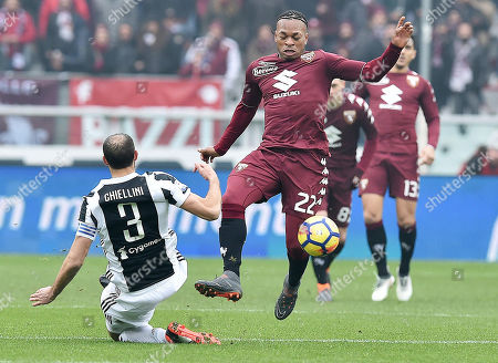 Torino's Joel Obi (R) and Juventus's Giorgio Chiellini (L) in action during the Italian Serie A soccer match Torino FC vs Juventus FC at Olimpico Stadium in Turin, Italy, 18 February 2018.