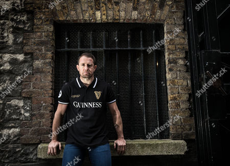 Pictured is Shane Williams, the Welsh record try scorer and British & Irish Lion, who has teamed up with Guinness to announce plans to give Welsh fans a welcome with a difference in advance of Ireland?s NatWest Six Nations clash with Wales on Saturday, 24th February. To celebrate the camaraderie between rugby fans, Guinness has partnered with well-known Dublin pub Paddy Cullen?s to change its name to ?Shane Williams? for the day as a nod to the Welsh legend and creating a new ?Welsh? ?home from home? destination for a pre-match pint. All fans will be welcome whatever their jersey! Guinness will also collaborate with the renowned Welsh Male Choir, Bechgyn bro Tafon, where they will accompany fans in the build-up to the game uniting them in song. . #GuinnessRugby #MadeofMore