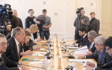 Pakistani Foreign Minister Khawaja Muhammad Asif (2-R) speaks with Russian Foreign Minister Sergei Lavrov (2-L) during their talks in Moscow, Russia, 20 February 2018. During his stay in Moscow, the foreign ministers will be holding official talks on bilateral relations as well as regional and international issues.