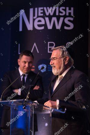 Lord Jonathan Sacks receiving his Lifetime Achievement Award as David Walliams looks on