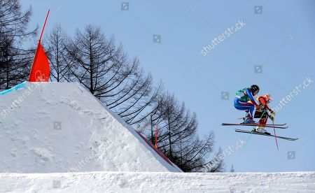 Jean Frederic Chapuis (L) of France and Dave Duncan of Canada in action during the men's Freestyle Skiing Ski Cross quarterfinals at the Bokwang Phoenix Park during the PyeongChang 2018 Olympic Games, South Korea, 21 February 2018.