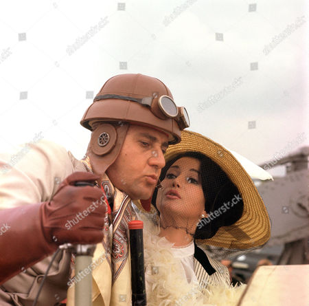 Alberto Sordi and Zena Marshall
