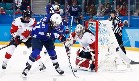 USA's Hilary Knight (L) takes a shot on Canada goalkeeper Shannon Szabados (R) during the Women's Ice Hockey Gold Medal match between Canada and USA inside the Gangneung Hockey Centre at the PyeongChang Winter Olympic Games 2018, in Gangneung, South Korea, 22 February 2018.