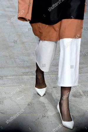 Model on the catwalk - detail