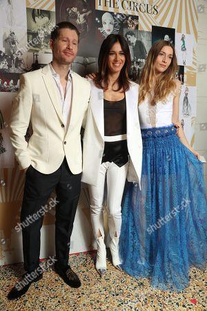 Model backstage Models and Sara Cavazza Facchini backstage