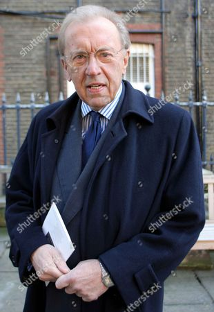 Stock Image of Sir David Frost Pictured At The Ned Sherrin Memorial Service At St Paul's Church Covent Garden