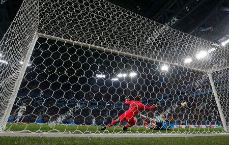 Aleksandr Kokorin (R) of FC Zenit scores against goalkeeper Dorus de Vries of Celtic during the UEFA Europa League round of 32, second leg soccer match between Zenit Saint Petersburg and Celtic Glasgow, in St. Petersburg, Russia, 22 February 2018.