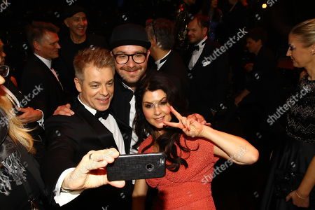 Michael Mittermeier (L) with wife Gudrun and Mark Foster (C) pose during the 53rd annual 'Goldene Kamera' (Golden Camera) film and television award ceremony in Hamburg, Germany, 22 February 2018.
