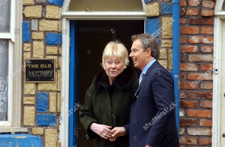 Prime Minister Tony Blair vsits Granada TV - 2005 Tony Blair and Elizabeth Dawn