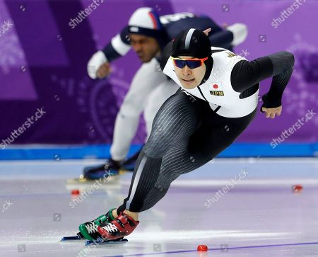 Takuro Oda of Japan, front, competes against Shani Davis of the U.S. during the men's 1,000 meters speedskating race at the Gangneung Oval at the 2018 Winter Olympics in Gangneung, South Korea