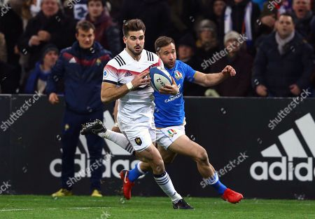 France vs Italy. France's Hugo Bonneval on his way to scoring a try
