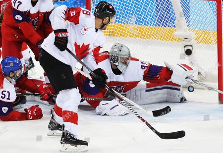 Wojtek Wolski  (C) of Canada scores againnst goalie Pavel Francouz of Czech Republic during the Men's Ice Hockey bronze medal game between Czech Republic and Canada at the Gangneung Hockey Centre during the PyeongChang 2018 Winter Olympic Games, in Gangneung, South Korea, 24 February 2018.