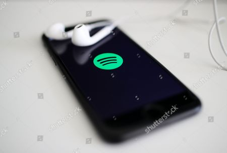 Spotify logo is presented on a smart phone screen in Berlin, Germany, 24 February 2018. According to the media, Spotify co-founder Daniel Ek does not want to lose control of the upcoming IPO of the world's largest music subscription service. Investors who want to invest in the upcoming IPO of Spotify, apparently only get shares that give them less influence than Ek.