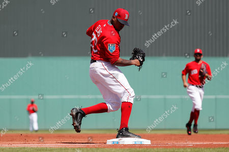 Boston Red Sox starting pitcher Roenis Elias puts out Tampa Bay Rays' Matt Duffy in the first inning of a spring training baseball game, in Fort Myers, Fla