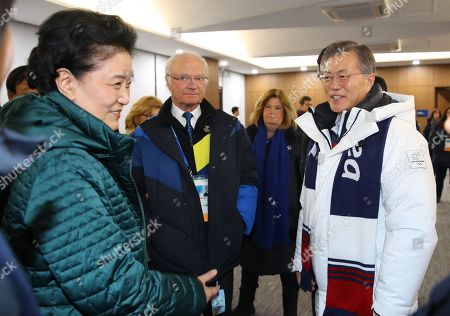 South Korean President Moon Jae-in (R) meets with Swedish King Carl XVI Gustaf (C) and Chinese Vice Premier Liu Yandong (L) at a reception for the closing ceremony of the PyeongChang Olympics at the Olympic Stadium in PyeongChang, Gangwon Province, South Korea, 25 February 2018 (issued 26 February 2018).