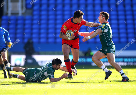 Bryce Heem of Worcester Warriors is tackled by James Marshall and Alex Lewington of London Irish
