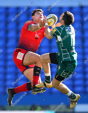 Bryce Heem of Worcester Warriors jumps for the ball with James Marshall of London Irish