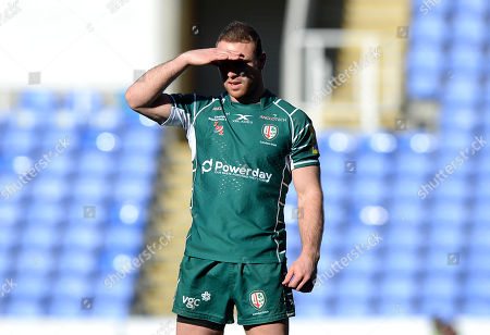Greig Tonks of London Irish shields his eyes from the blinding sun during the Aviva Premiership Rugby match between London Irish and Worcester Warriors at Madejski Stadium on February 25th 2018 in Reading, Berkshire, England. (Photo by Gareth Davies/PPAUK)