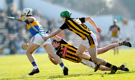 Kilkenny vs Tipperary. Tipperary's Niall O?Meara with Enda Morrissey an Joey Holden of Kilkenny