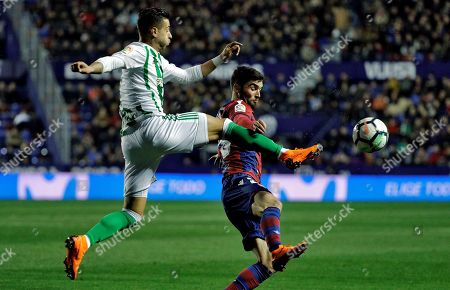 Real Betis' Sergio Leon (L) and Levante UD's David Jason (R) in action during a Spanish Primera Division soccer match between Levante and Real Betis at the Ciutat de Valencia stadium in Valencia, Spain, 26 February 2018.