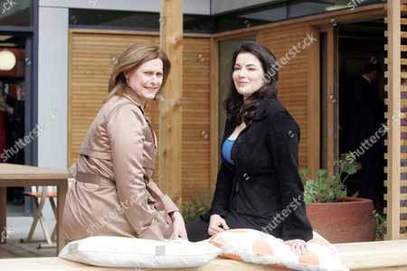 Sarah Brown And Nigella Lawson Open Maggies Cancer Centre In Fulham Palace Road London. Picture Jeremy Selwyn 29/04/2008