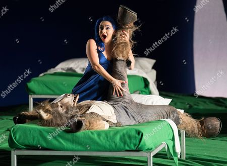 Soraya Mafi as Tytania, Joshua Bloom as Bottom