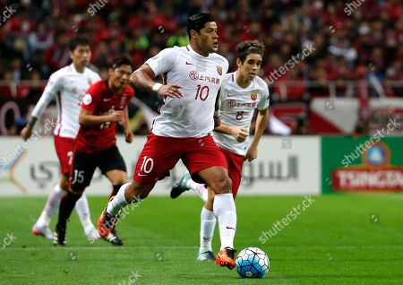 Hulk Oscar. Shanghai SIPG's Hulk, center, controls the ball, with Oscar, right, both of Brazil in the second leg of their Asian Champions League soccer semifinal against Urawa Reds in Saitama. The spending may have slowed but world-famous coaches such as Fabio Capello and Manuel Pellegrini and players like Hulk and Javier Mascherano still have the same objective in the 2018 Chinese Super League that kicks off on Friday: to stop Guangzhou Evergande from winning an eighth consecutive title