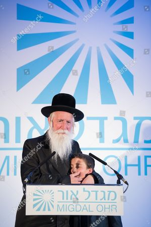 Rabbi Yitzchak Dovid Grossman with Shalom Shabbat.