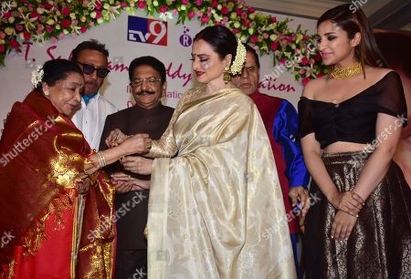 Stock Picture of Indian playback singer Asha Bhosle, Hon. Governor of Maharashtra Shri Vidyasagar Rao, Rekha and Parineeti Chopra