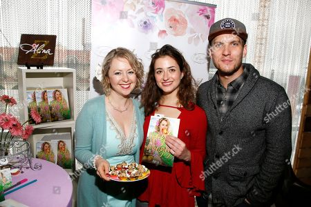 Alina Z, Holly Curran, Scott Michael Foster. Chef Alina Z, from left, poses with Holly Curran and Scott Michael Foster at Day 2 of the Kari Feinstein Style Lounge at the Andaz Hotel on in West Hollywood, Calif