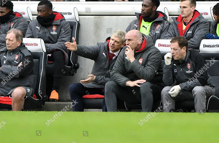 Arsene Wenger Arsenal manager points out where problems lie to Steve Bould.